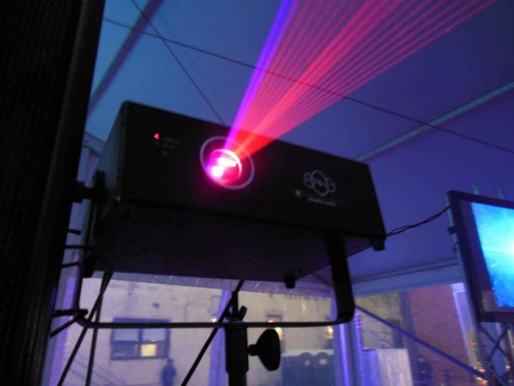 Лазерный проектор для улицы