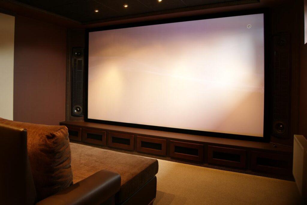 экран для домашнего кинотеатра